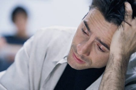 Уставший мужчина