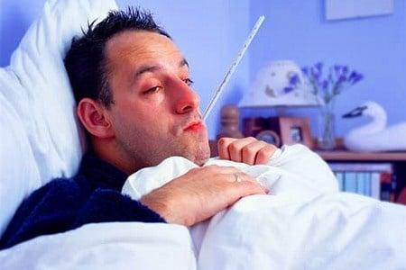 Больной мужчина в кровати