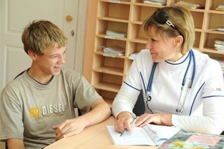 Подросток у врача