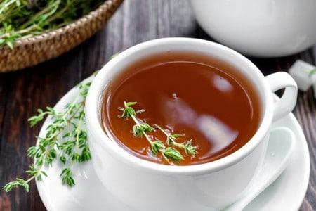 Кружка чая и чабрец